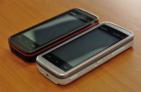 Фото Nokia 5530 черный и белый цвет (Red on black, Blue on white) Нокиа 5530 photo